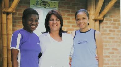 Carmen Rodallega (primera jugadora en inscribirse en el Programa Femenino), la Doctora María Clara Naranjo Palau y Darnelly Quintero (una de las primeras futbolistas de la Escuela).